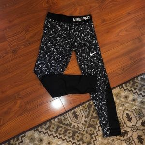 Girls Nike Pro leggings